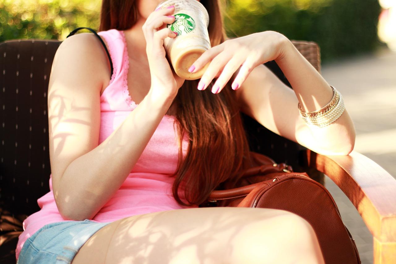 Jak ograniczyć wydatki na jedzeniu kawa